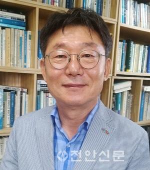 윤황_충남연구원장.jpg