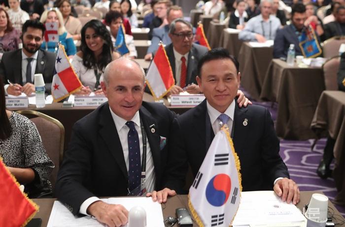 4. 구본영 국제춤축제연맹 총재가 13일 오후 워커힐 호텔에서 열린 세계총회에 참석하고 있다 (2).png