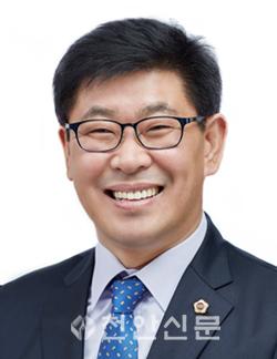 오인철 의원(천안6, 민주).png