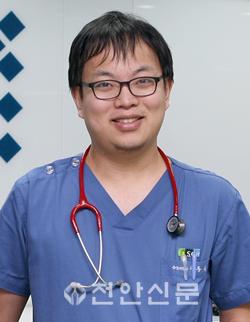 이동욱 교수.png