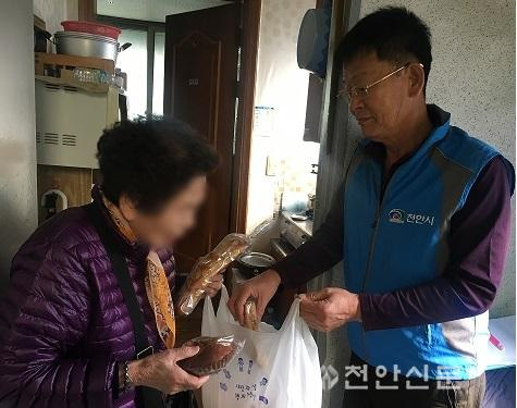 신안동(행복키움지원단, 사랑의 빵 나눔 봉사).jpg