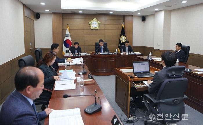 천안시의회 경제산업위원회, 2018년도 행정사무감사 실시 (1).JPG