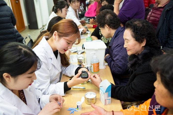 181121_남서울대, 성환 노인대학에서 의료봉사활동 실시_2.JPG