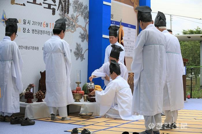 1_천안지회_제1회 천안의 사라지는 전통문화와 정겨운 우리 동네 사진전.jpg
