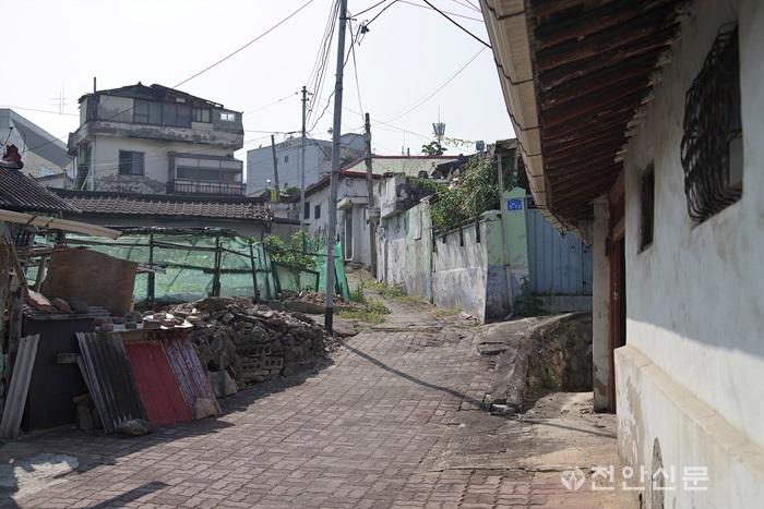 13_천안지회_제1회 천안의 사라지는 전통문화와 정겨운 우리 동네 사진전.jpg