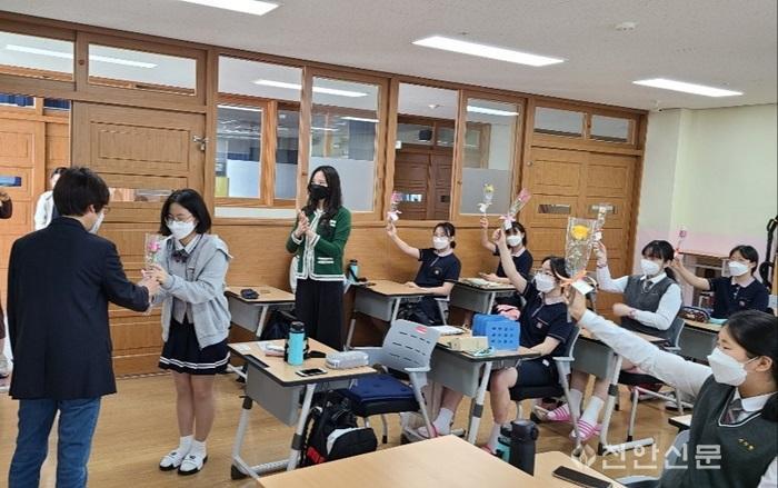 (천안서여중)3학년등교수업 (3).jpg