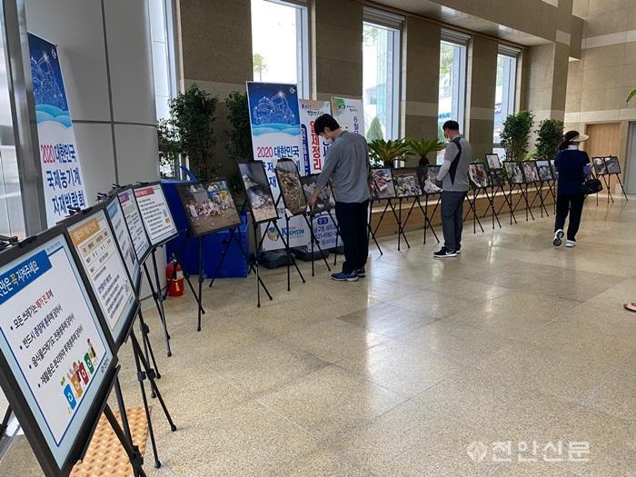 동남구환경위생과(생활폐기물 불법투기 근절 사진전).jpg