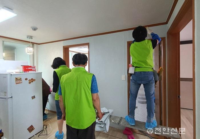 성환읍(한부모가정 청소 지원)2.jpg