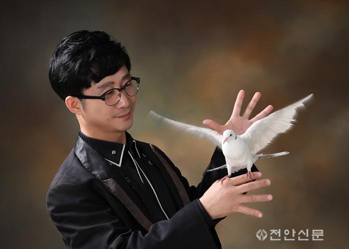 마술사 김영곤 프로필사진.jpg
