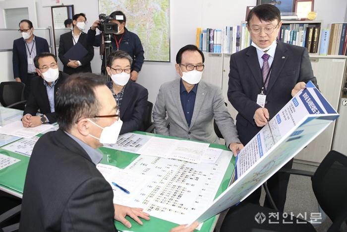 동서횡단철도 공동건의문 국토부 전달2.jpg