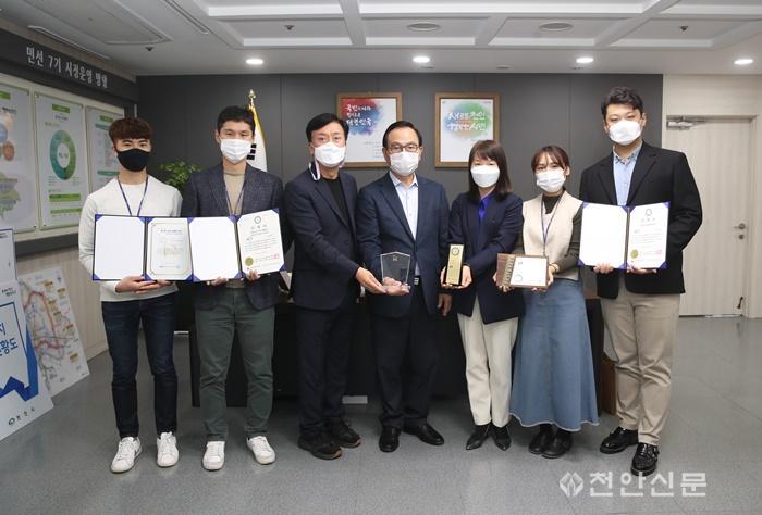 홍보담당관(미디어홍보팀 수상).jpg