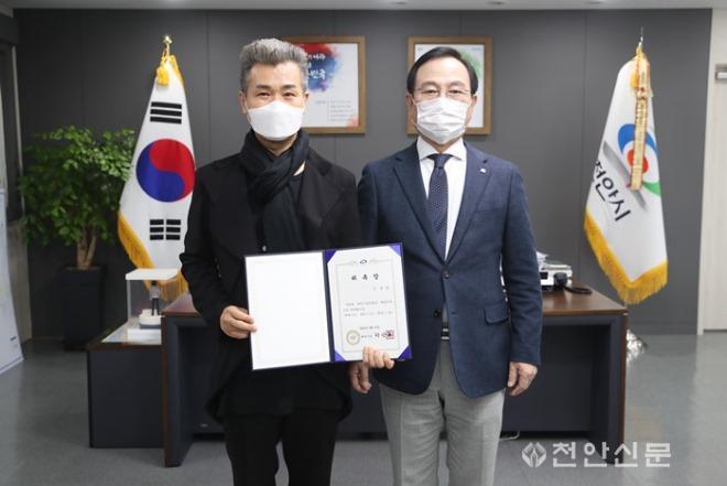 천안시립무용단 예술감독 김용철 씨.JPG